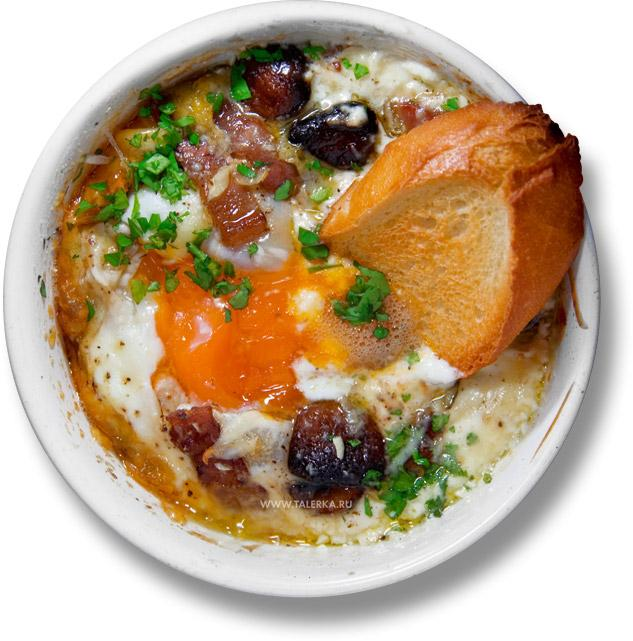 с беконом и грибами (Baked Eggs and Mushrooms in Ham ...